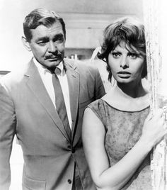1960. The Brooks Brothers polo collar in Naples, with Clark Gable and Sophia Loren.