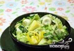 Летний салат с латуком и ананасом
