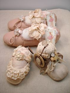 Vintiquities Workshop: Altered Vintage Baby Shoes Hmmm... & a giveaway info