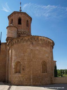 ** ARQUITECTURA ::: CONSTRUCCIÓN EN BARRO - Ladrillo - Torre campanario de ladrillo0 sobre una iglesia románica en Almazán, Soria.