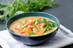 Enkel red curry kyllingsuppe - LINDASTUHAUG Thai Red Curry, A Food, Recipies, Yummy Food, Ethnic Recipes, Recipes, Delicious Food, Cooking Recipes
