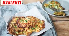 Mari Moilasen kesäkurpitsa-halloumipihvit ovat superherkullisia. Ja syntyvät vaivatta. Halloumi, Quiche, Breakfast, Recipes, Drinks, Lasagna, Morning Coffee, Drinking, Beverages
