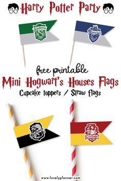 Free Printable Mini Hogwart's House Flags Cupcake toppers/Straw Flags – Harry Potter Party Free Printable Mini Hogwart's Houses flags to use as cupcake toppers or straw flags for your Harry Potter Party Baby Harry Potter, Harry Potter Cupcakes, Harry Potter Motto Party, Harry Potter Cupcake Toppers, Harry Potter Thema, Harry Potter Classroom, Harry Potter Baby Shower, Harry Potter Decor, Harry Potter Birthday