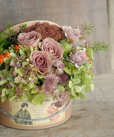 Raindrops and Roses Amazing Flowers, Pretty Flowers, Beautiful Bouquets, Hat Box Flowers, Raindrops And Roses, Vintage Wedding Flowers, Outdoor Wedding Inspiration, Floral Artwork, Flower Quotes