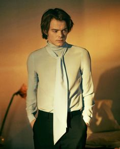 Charlie Heaton for Gucci & GQ Stranger Things Jonathan, Watch Stranger Things, Stranger Things Have Happened, Jonathan Byers, Perfect Boy, Young Actors, Romance, Pretty Men, Man Photo