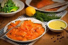 Graved Lachs mit Senf-Dill-Sauce