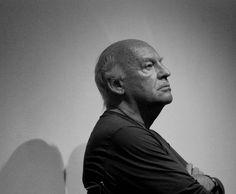 """El periodista y escritor uruguayo Eduardo GALEANO ha fallecido a los 74 años en Montevideo. Pasará a la historia de la literatura por obras como """"Las venas abiertas de Ámerica latina"""" o """"El libro de los abrazos"""" tanto como por su faceta política, activa hasta el último momento. Conoce su obra en las Bibliotecas de Elche. http://xlpv.cult.gva.es/cginet-bin/abnetop/O7927/ID281d4b2e/NT1?ACC=120&FORM=2&xindbt="""