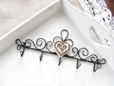 wire hooks Hanger Crafts, Metal Crafts, Wire Art, Handmade Jewellery, Wire Jewelry, Fascinator, Hand Sewing, Art Ideas, Entryway