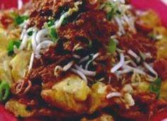 Tahoe Ketoprak is een lekker Indisch gerecht van gebakken tahoe met een pittig ketjapsausje. Het wordt geserveerd met taugé, selderij en ... Tofu Recipes, Asian Recipes, Ethnic Recipes, Indonesian Cuisine, Indonesian Recipes, Asian Kitchen, Tempeh, No Cook Meals, Food And Drink