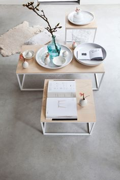 Simple base coffee and side tables, do with brushed silver or silverleaf - Bloesem Living My Living Room, Living Room Interior, Home And Living, Living Room Decor, Scandinavian Interior, Contemporary Interior, Home Decor Accessories, Cheap Home Decor, Decoration