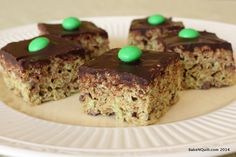 Mint Chocolate Chip Marshmallow Treats | BakeNQuilt.com