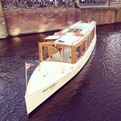 A private boat tour in Amsterdam Amsterdam Travel Guide, Amsterdam Trip, Romania Tours, Paris Summer, Summer 2016, Amsterdam Things To Do In, Charter Boat, Places In Europe, Boat Tours