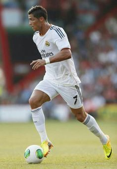 Football oynayanda heqiqetende elebilirem futbolçuyam.Inwallah yaxında mende futbola gedecem⚽