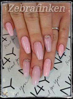 Akryl negle med gel polish og pink negle glimmer, disse flotte negle er lavet af zebrafinken v Maria