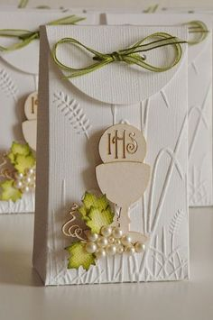 AdaBlog: Comunico É: First Communion Decorations, First Communion Cards, First Communion Favors, Première Communion, Baptism Decorations, Communion Invitations, First Holy Communion, Diy And Crafts, Paper Crafts