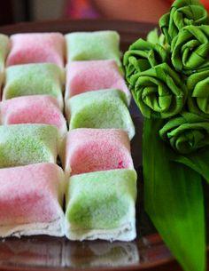 ขนมบุหงาปูดะหรือขนมดอกลำเจียก Traditional Thai Food, Traditional Cakes, Thai Recipes, Fruit Recipes, Dessert Recipes, Thai Cooking, Easy Cooking, Chinese Cake, Authentic Thai Food