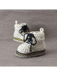 Get better than best baby booties crochet pattern Crochet Baby Booties & Socks - Martens Style Baby Booties Crochet Baby Boy Knitting Patterns Free, Baby Patterns, Baby Knitting, Crochet Patterns, Crochet Baby Boots, Booties Crochet, Newborn Crochet, Baby Vans, Baby Boy Shoes