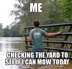 Flooding is certainly not funny around desmoines - I'm glad some can find a smile in these unfortunate yet frequent circumstances. Funny Weather, Weather Memes, Funny Quotes, Funny Memes, Hilarious, Animal Jokes, Weather Report, Grumpy Cat, Funny Signs