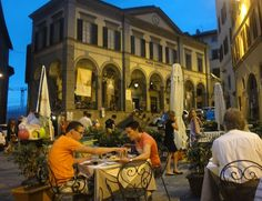 Dinner on the piazza at Cortona, Italy.  Blog post at Style*Mind*Chic Life.   Italy   travel  