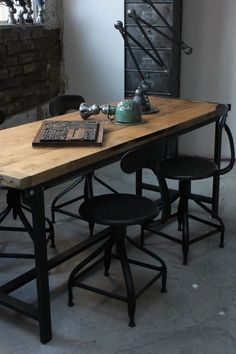 Table ou bureau metal industriel des annees 40 militaire plateau chene: i like The chairs Industrial Living, Industrial Interiors, Rustic Industrial, Industrial Furniture, Industrial Office, Industrial Electric, Dining Room Lighting, Wood And Metal, Wood Steel