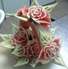 The art of thai fruit carving