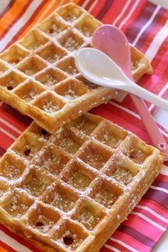 The waffles of Cyril Lignac, one of the best waffles I've eaten! The waffles of Cyril Lignac, one of the best waffles I've eaten! Desserts With Biscuits, No Cook Desserts, Delicious Desserts, Dessert Recipes, Crepes, Cooking Chef, Cooking Recipes, Pancakes And Waffles, Love Food
