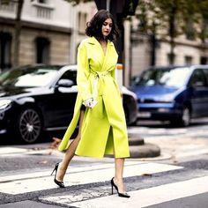 Amarelo esverdeado e eletrizante para começar a semana com energia total! O look tirado direto do street style de Paris fica mais chic ao escolher complementos clássicos como o escarpim preto. O que acharam do resultado?: @wgsn via ELLE BRASIL MAGAZINE OFFICIAL INSTAGRAM - Fashion Campaigns  Haute Couture  Advertising  Editorial Photography  Magazine Cover Designs  Supermodels  Runway Models