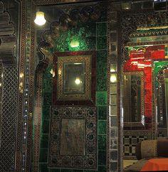 En güzel dekorasyon paylaşımları için Kadinika.com #kadinika #dekorasyon #decoration #woman #women India (Udaipur-City Palace) Most of the rooms are superbly decorated with mirror tiles