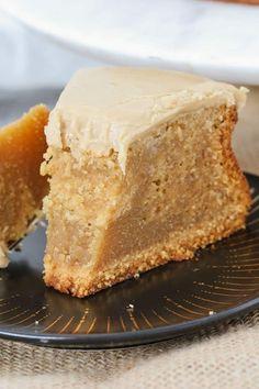 Easy Caramel Mud Cake | Melt & Mix Slow Cooker Desserts, Caramel Mud Cake, Caramel Frosting, Dessert Party, Köstliche Desserts, Delicious Desserts, Fudge Recipes, Cake Recipes, Mini Cakes