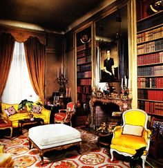 British Royal families prefer needlepoint rugs for their private homes even when they are living in Paris as in this elegant library in the Duke and Duchess of Windsor's Paris home. It was decorated by the famous decorating firm Maison Jansen who later de Wallis Simpson, Windsor Homes, Beautiful Library, Home Libraries, Interior Decorating, Interior Design, Modern Interior, Celebrity Houses, Beautiful Interiors