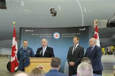 L'honorable Rob Nicholson, ministre de la Défense nationale, accompagné de l'honorable Peter MacKay, ministre de la Justice et Procureur général du Canada, annoncent que quatre autres avions CP‑140 Aurora seront modernisés de façon à leur donner des capacités nouvelles et améliorées.
