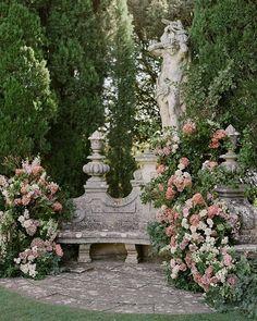 Moon Garden, Dream Garden, Garden Art, Garden Design, Beautiful Flowers Garden, Flowers Nature, Beautiful Gardens, Gothic Garden, Palace