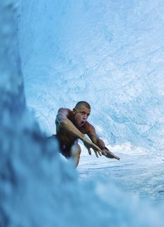 World Champ Mick Fanning gunning it under the lip