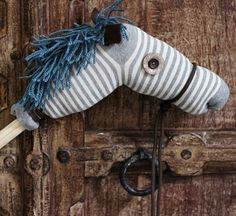 Craft for Kids: Make a Hobby Horse Kids Crafts, Barney Birthday, Sewing Crafts, Sewing Projects, Sewing Ideas, Stick Horses, Finding A Hobby, Horse Crafts, Hobby Horse