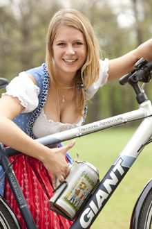 """Small picture, but I thought it was awesome. A """"bottle"""" holder modified for your beer stein. Not practical, babes beer bikes 251 📌 And a dirndl. Octoberfest Girls, Beer Maid, Bicycle Pictures, Craft Bier, Beer Girl, Cycling Girls, German Girls, German Beer, Bicycle Girl"""