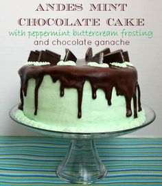 Dear lord… hold me- yum! love, laurie: andes mint chocolate cake with peppermint buttercream frosting and chocolate ganache Source b. Andes Mint Chocolate, Menta Chocolate, Mint Chocolate Chips, Chocolate Peppermint Cake, Cake Chocolate, Mint Recipes, Cake Recipes, Dessert Recipes, Brownie Recipes