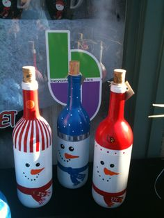 snowman painted wine bottles, Cool Snowman Crafts for Christmas, - Crafting For Holidays Glass Bottle Crafts, Wine Bottle Art, Painted Wine Bottles, Decorated Wine Bottles, Glass Bottles, Empty Wine Bottles, Perfume Bottles, Snowman Crafts, Christmas Projects
