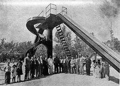 La Inauguración él área de juegos en la  Alameda Mariano Escobedo, Monterrey N.L. En la fotografía aparecen Constancio Villarreal y el gobernador Arturo B. de la Garza. foto: Refugio Z. García  fecha: 5 de Mayo de 1945