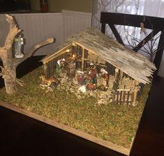 Christmas Crib Ideas, Wall Christmas Tree, Christmas Manger, Unique Christmas Decorations, Christmas Nativity Scene, Christmas Crafts, Holiday Decorating, Nativity Stable, Diy Nativity
