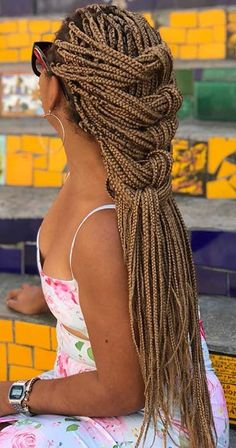 long box braids Box braids are versatile and always look gorgeous. One of the must-have styles are long box braids. These long braids can be a variety of lengths from the bottom of the Short Box Braids, Blonde Box Braids, Black Girl Braids, Long Braids, Box Braids Updo, Black Box Braids, Afro Braids, Box Braids Hairstyles, African Hairstyles
