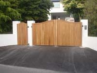 Westcountry Gates – wood gates – wooden gates – timber gates in Devon & Cornwall Wooden Electric Gates, Electric Driveway Gates, Driveway Entrance, Entrance Gates, Timber Gates, Wooden Gates, Wooden Driveway Gates, Driveway Design, Fence Design