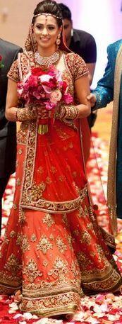 beautiful coral and red wedding dress Indian Bridal Outfits, Indian Bridal Wear, Asian Bridal, Indian Dresses, Indian Wear, Punjabi Fashion, Indian Fashion, Bridal Lehenga, Lehenga Chunni