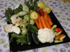 Kvasená zelenina podľa starého bulharského receptu (fotorecept) - recept | Varecha.sk Cauliflower, Sushi, Stuffed Peppers, Chicken, Vegetables, Ethnic Recipes, Food, Red Peppers, Cauliflowers