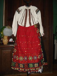 Russian costume inspiration for Designs Russian Traditional Dress, Traditional Dresses, Russian Art, Russian Style, Figure Skating Dresses, Russian Fashion, Central Asia, Ethnic Fashion, Costumes