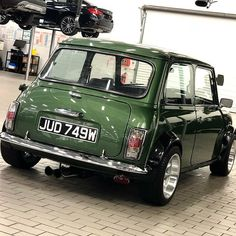 Welcome to the MINI Owners Club - One of the largest and fastest growing MINI communities in the World! We welcome you to share your MINI related pictures & adventures. Mini Cooper Classic, Classic Mini, Classic Cars, Retro Cars, Vintage Cars, Austin Mini, Mini Morris, Automobile, Mini Car