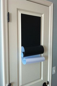 Dont want to use chalkboard paint for the whole door? Michaels sells rolls of chalkboard stick-on paper!(pantry door) Going to paint chalkboard paint on contact paper then I can cut any shape I want! Do It Yourself Organization, Home Organization Hacks, Organizing Tips, Hall Deco, Chalkboard Vinyl, Chalkboard Ideas, Chalkboard Contact Paper, Chalkboard Wallpaper, Large Chalkboard