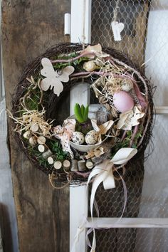 "Türkränze - Türkranz "" Frühling in der Tasse...."" - ein Designerstück von Hoimeliges bei DaWanda Spring Door Wreaths, Easter Wreaths, Summer Wreath, Diy Easter Decorations, Flower Decorations, Christmas Decorations, Diy Osterschmuck, Wine Cork Wreath, Deco Wreaths"