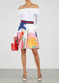 Alice + Olivia takes a tropical turn with this bird-of-paradise cotton skirt. This structured Earla design shows off the brand's love of pattern and pops of colour – make it sing with a crisp white shirt.