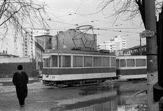 V 01 nr. 117 + Rem 1562  PROBA Gara Basarab 24.11.1976 © Serban Lacriteanu Paris, Bucharest Romania, Socialism, Public Transport, Transportation, Street View, Memories, Walkway, Profile