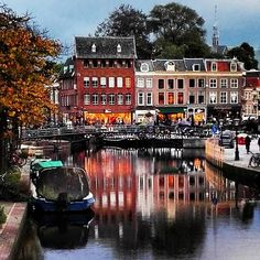 Beautiful city of Leiden #leiden #city #beautiful #amazing #stad #nederland #netherlands #boat #boot #historic #bridge #water #canal #gracht #tree #boom #center #centrum #shop #blue #blauw #schön  #reflection